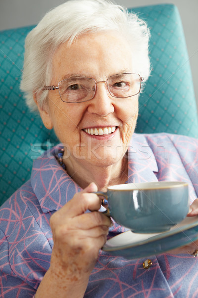 Senior vrouw ontspannen stoel warme drank drinken Stockfoto © monkey_business