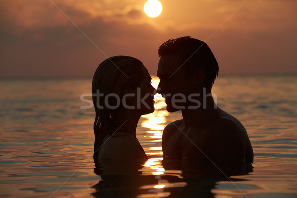 Silhueta romântico casal em pé mar mulher Foto stock © monkey_business