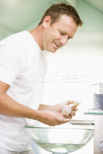 Hombre bano pelo gel sonriendo sexy Foto stock © monkey_business