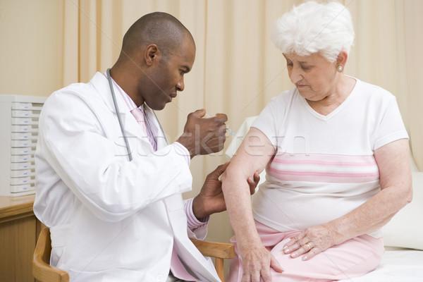 Médico aguja mujer examen habitación médicos Foto stock © monkey_business