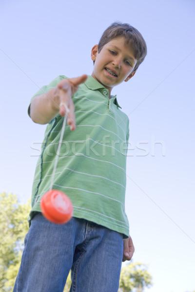 Młody chłopak yo odkryty uśmiechnięty szczęśliwy dziecko Zdjęcia stock © monkey_business