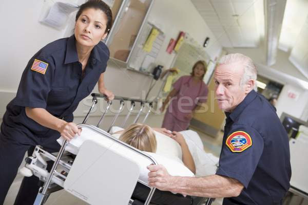 緊急 患者 病院 女性 医療 ストックフォト © monkey_business