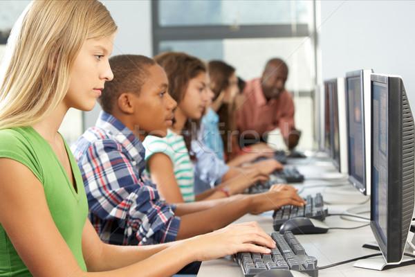 Grupo estudantes trabalhando informática sala de aula computador Foto stock © monkey_business