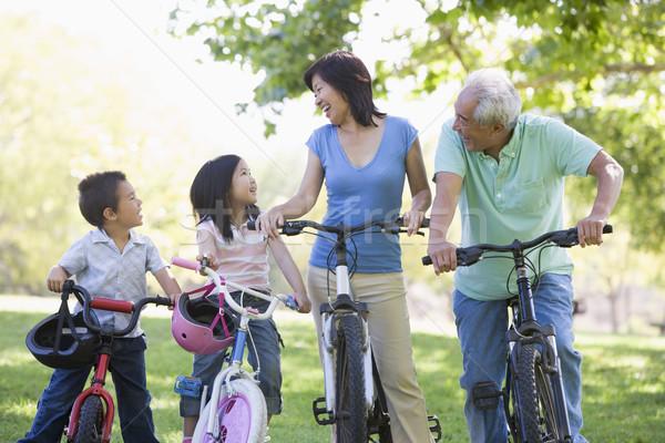 Photo stock: Grands-parents · vélo · équitation · petits · enfants · famille · heureux