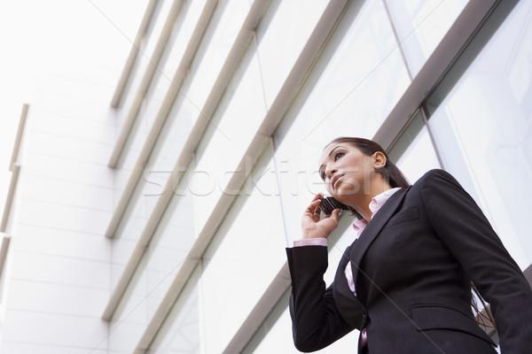 Stockfoto: Zakenvrouw · praten · mobiele · telefoon · buiten · moderne · kantoor