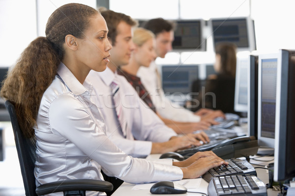 Voorraad werken computers business vrouw gelukkig Stockfoto © monkey_business