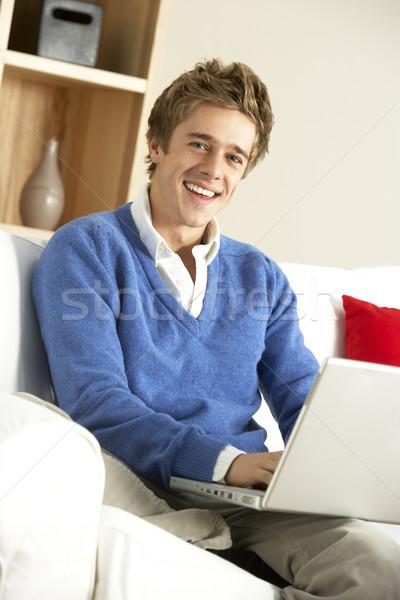 Photo stock: Jeune · homme · utilisant · un · ordinateur · portable · ordinateur · maison · travaux · maison