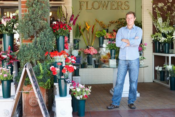 Mann stehen außerhalb Blumengeschäft Blume Blumen Stock foto © monkey_business