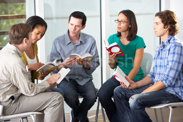Bible groupe lecture ensemble femme livre Photo stock © monkey_business