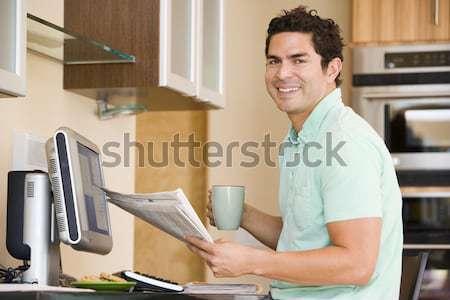 Loodgieter werken wastafel glimlachend werk badkamer Stockfoto © monkey_business