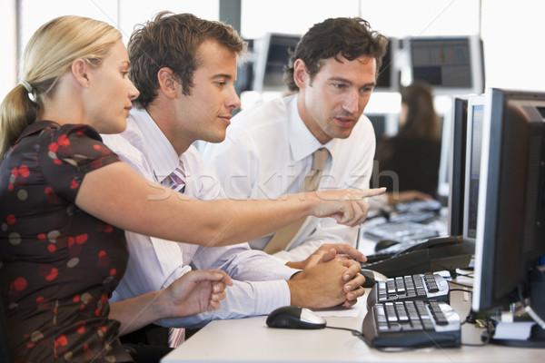 Stock comerciante trabajo en equipo ordenador oficina hombres Foto stock © monkey_business