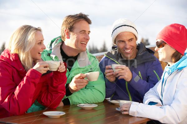 Groep vrienden genieten warme drank man gelukkig Stockfoto © monkey_business