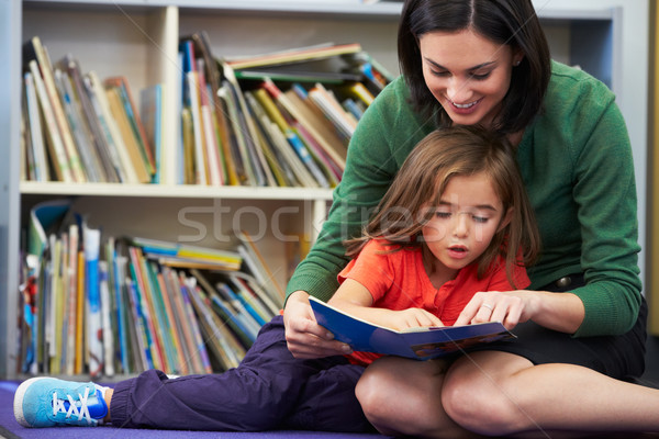 Elemental lectura maestro aula nina escuela Foto stock © monkey_business