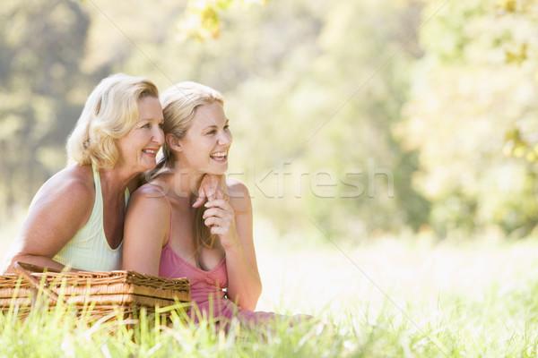 Stok fotoğraf: Anne · yetişkin · kız · piknik · kadın · gülümseme