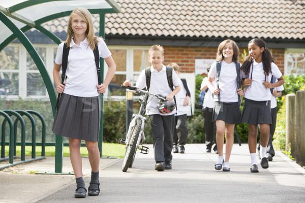Foto stock: Escuela · nina · feliz · educación · estudiantes