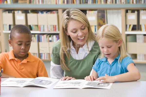 детский сад учитель помогают студентов чтение навыки Сток-фото © monkey_business