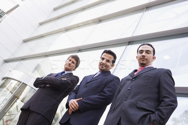 Foto stock: Grupo · empresarios · fuera · edificio · de · oficinas · moderna · negocios