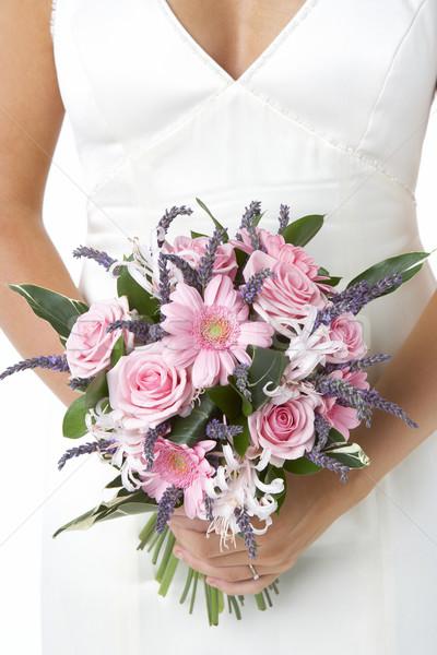Menyasszony tart virágcsokor virágok nő szeretet Stock fotó © monkey_business