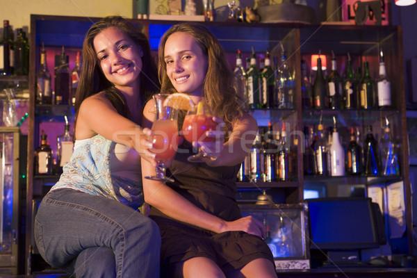 Stock fotó: Kettő · fiatal · nők · ül · bár · pult · pirít
