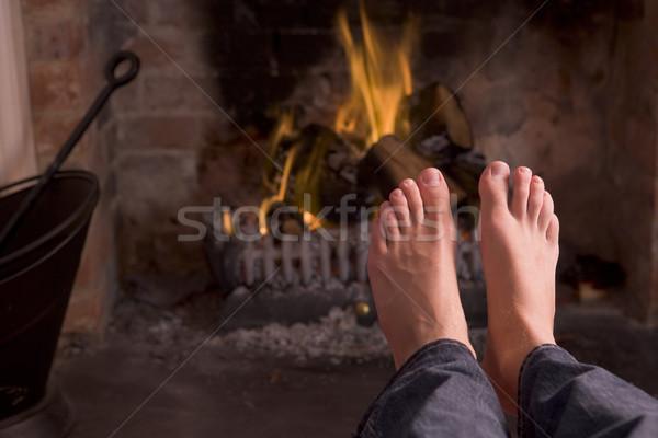 Stok fotoğraf: Ayaklar · şömine · yangın · adam · mutlu · ev