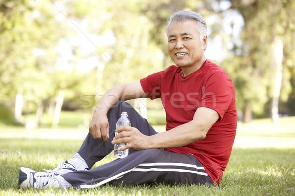 Idős férfi megnyugtató testmozgás portré üveg Stock fotó © monkey_business