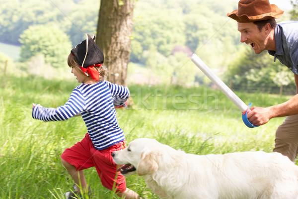 Padre jugando emocionante aventura juego hijo Foto stock © monkey_business