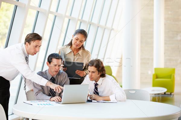 Gens d'affaires réunion autour table modernes bureau Photo stock © monkey_business