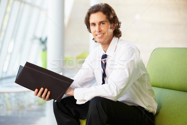 Portrait affaires séance canapé lecture rapport Photo stock © monkey_business