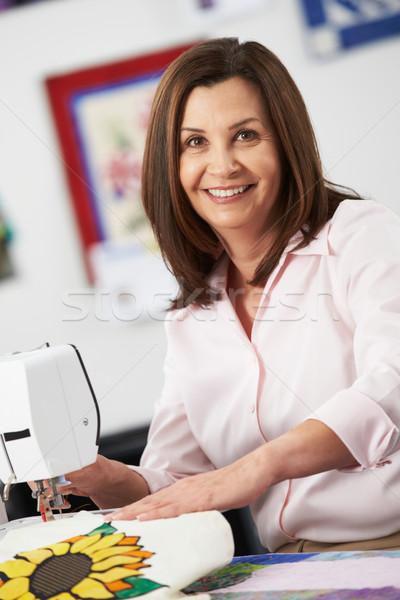 портрет женщину электрических швейные машины женщины счастливым Сток-фото © monkey_business