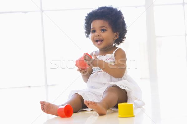 Baba bent játszik csésze játékok gyerekek Stock fotó © monkey_business