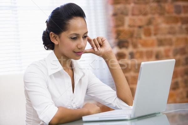 Stockfoto: Zakenvrouw · kantoor · laptop · business · computer · vrouw