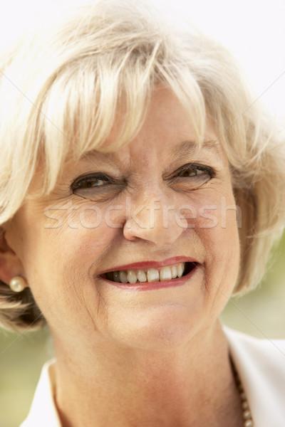 Zdjęcia stock: Portret · starszy · uśmiechnięta · kobieta · kamery · kobieta · szczęśliwy