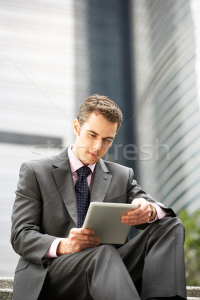 Empresário trabalhando fora escritório negócio Foto stock © monkey_business