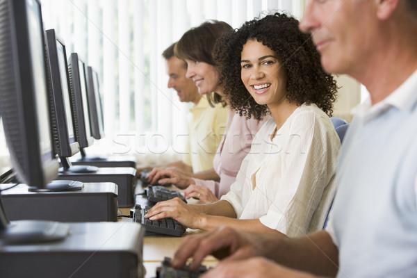 Computerraum Frau glücklich Bildung Studenten Stock foto © monkey_business