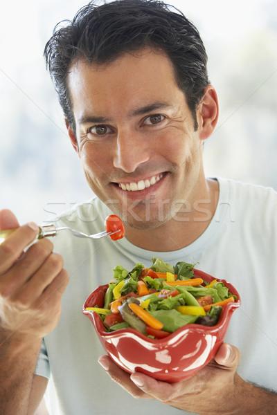 Stockfoto: Volwassen · man · eten · salade · gelukkig · portret