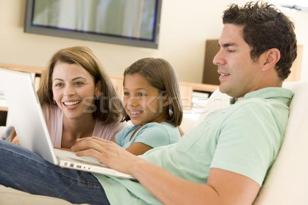 Stok fotoğraf: Aile · oturma · odası · dizüstü · bilgisayar · gülen · bilgisayar · kız