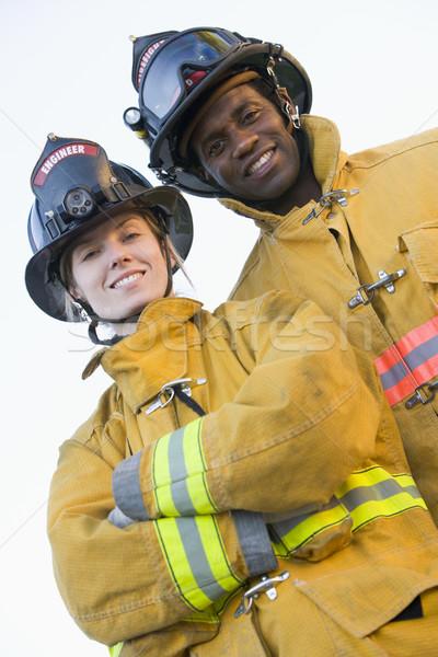 Portret strażacy kobieta człowiek kobiet kask Zdjęcia stock © monkey_business