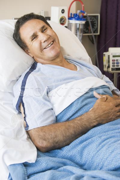 Középkorú férfi kórházi ágy orvosi ágy mosolyog beteg Stock fotó © monkey_business