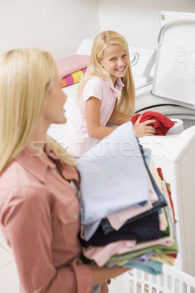 Stockfoto: Moeder · dochter · wasserij · kind · schoonmaken · kleur