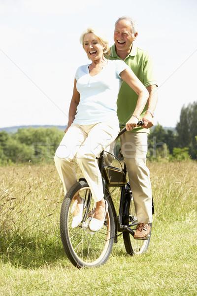 Stockfoto: Volwassen · paar · paardrijden · fiets · platteland · vrouw