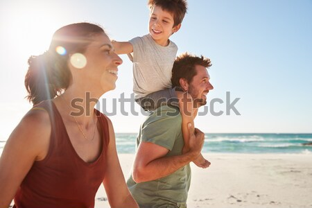 Csoport fiatal barátok szórakozás nyár tengerpart Stock fotó © monkey_business