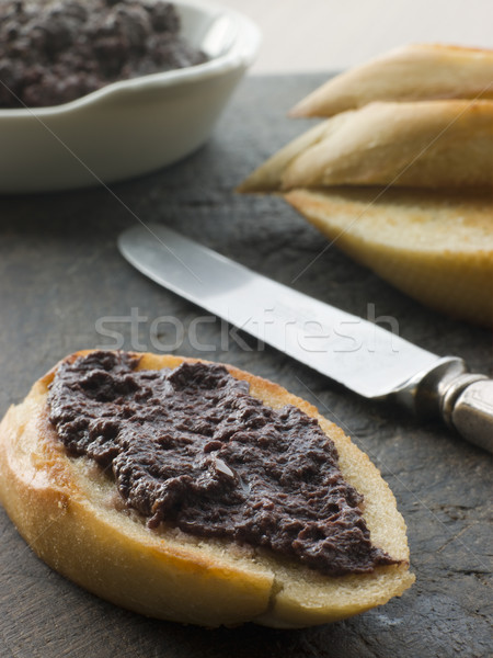 Negro de oliva tostado baguette pan cuchillo Foto stock © monkey_business