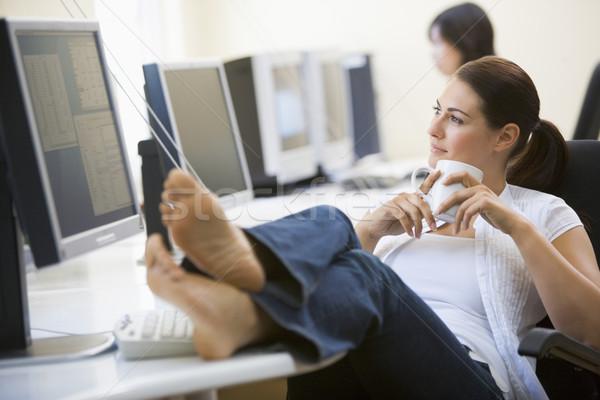 Vrouw computer kamer voeten omhoog drinken koffie Stockfoto © monkey_business