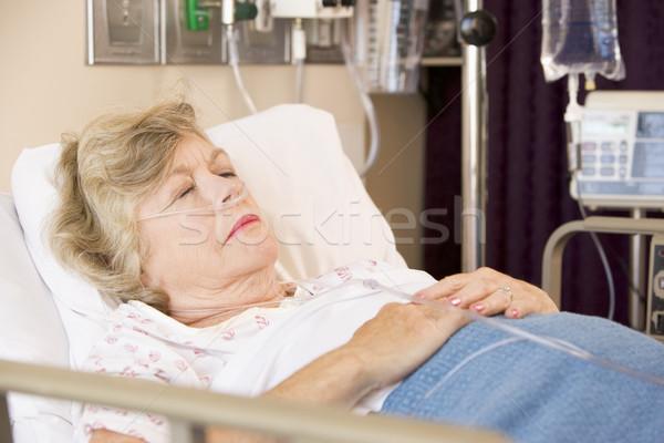 Altos mujer dormir médicos hospital Foto stock © monkey_business