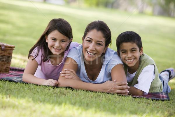 Foto stock: Mãe · crianças · piquenique · parque · feminino · cesta