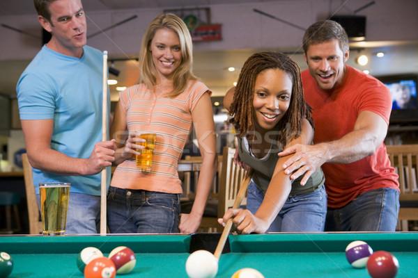 Junger Mann Lehre spielen Pool Bier Stock foto © monkey_business