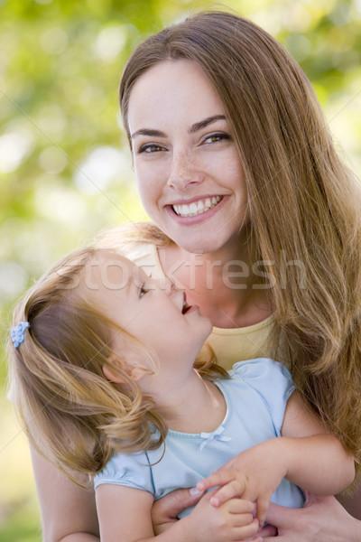 Anya tart lánygyermek kint mosolyog baba Stock fotó © monkey_business