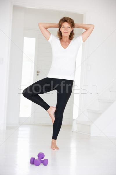 Senior vrouw yoga positie fitness gymnasium Stockfoto © monkey_business
