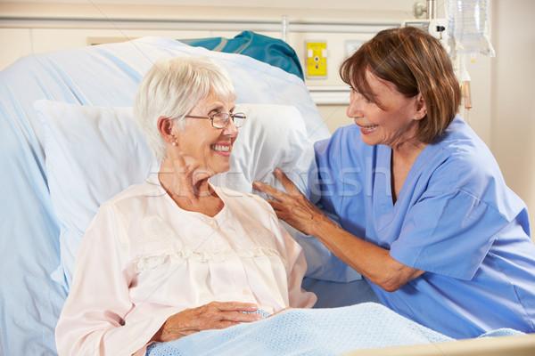 看護 話し シニア 女性 患者 病院用ベッド ストックフォト © monkey_business
