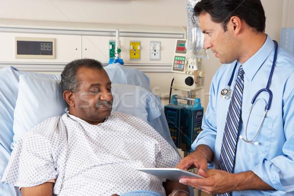 Stok fotoğraf: Doktor · dijital · tablet · danışma · kıdemli · hasta